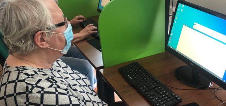 zajęcia komputerowe u seniorów
